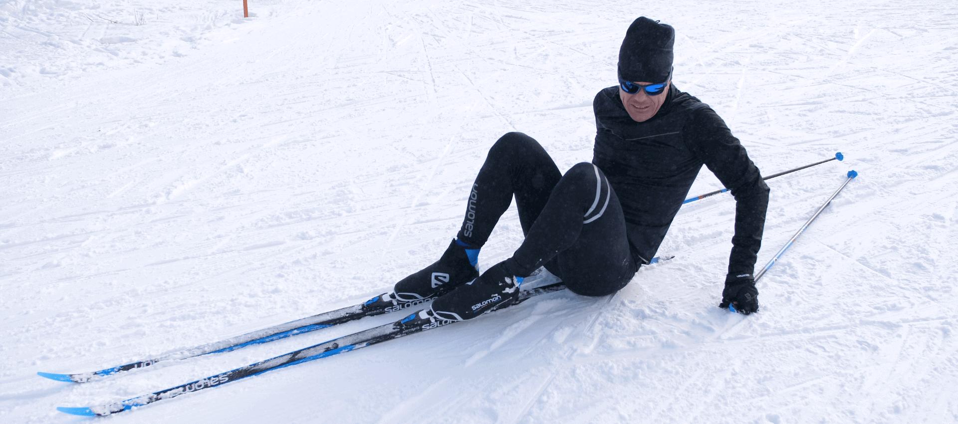 ¿Cómo levantarse después de una caída con los esquís de fondo?
