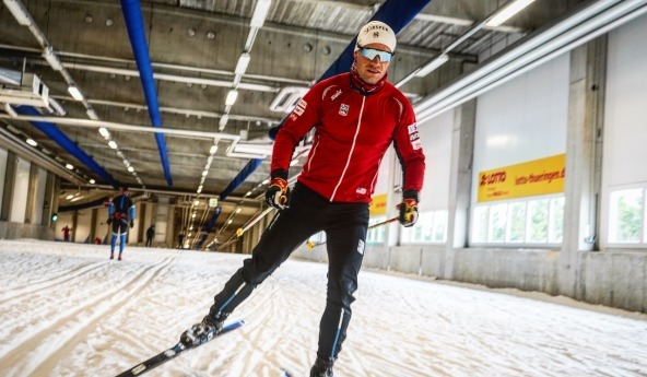 Simi Hamiton skate training in Oberhof ski tunnel (c) Matt Whitcomb