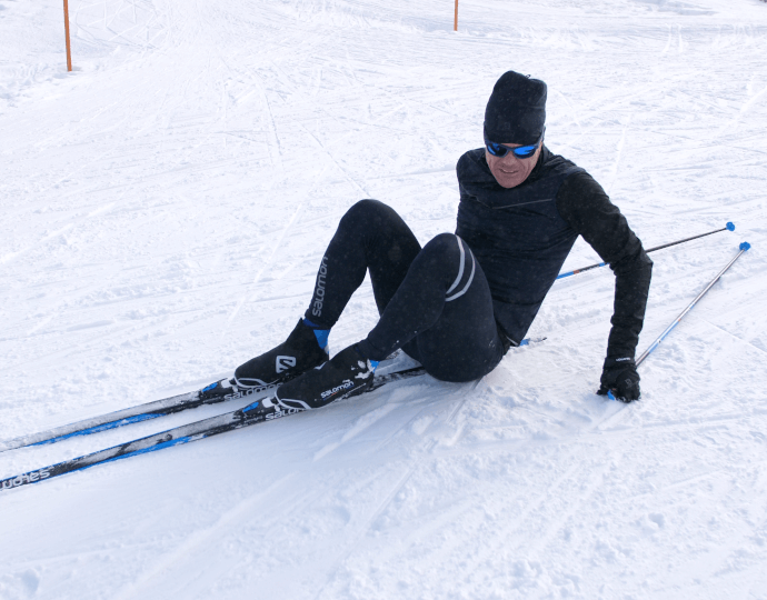 How to get up after falling on cross-country skis?